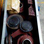 Упакованные запчасти в железном ящике